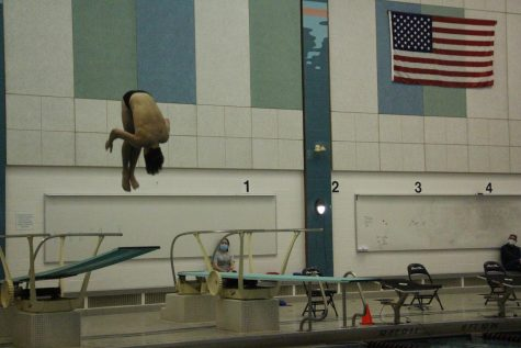 Junior Cole Hysong breaks FHC diving record with 287 points against Jenison