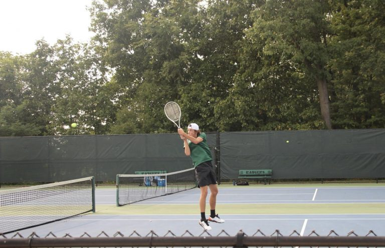 Varsity+tennis+falls+6-2+to+rival+FHN+in+last+regular+season+match
