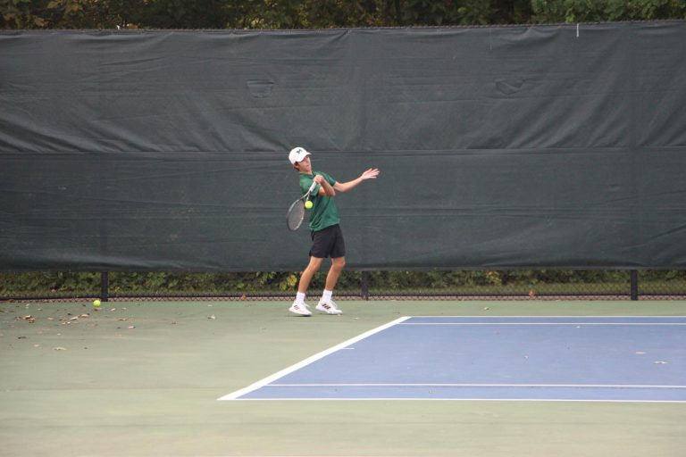 Boys varsity tennis goes 2-0 for their tri in Midland