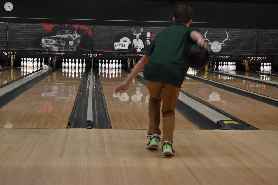 FHC boys and girls bowling both take losses to Greenville right before Regionals