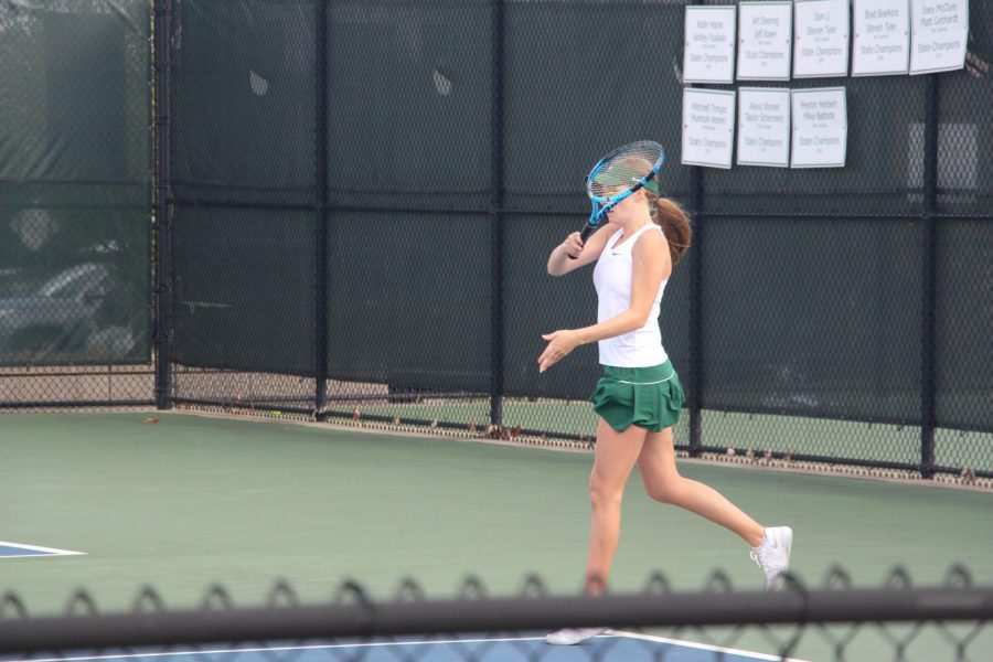 Lily Ohlman rises up to lift girls varsity tennis to a 1-2-1 record in a three-day stretch