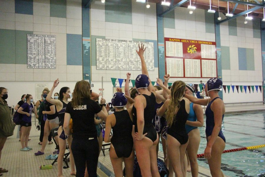 Girls+JV+water+polo+goes+2-0+at+its+first+tournament+of+the+season