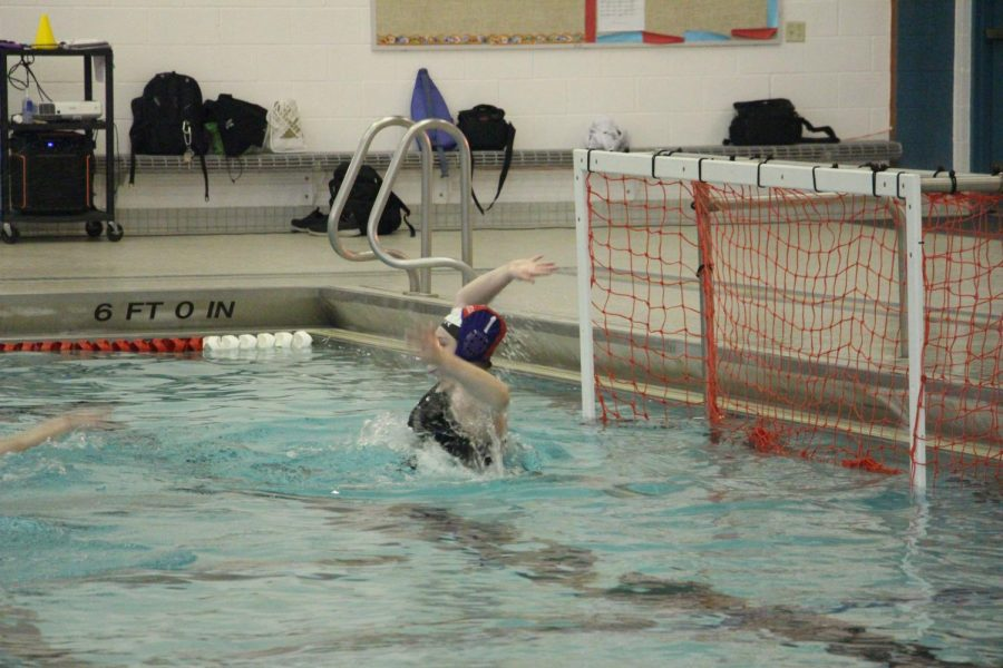 Olivia+Oorbeck+leads+JV+water+polo+team+to+17-3+victory+over+Portage+United